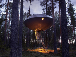 UFO egy csendes svéd erdő közepén - Treehotel, Harads