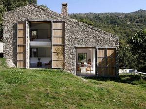 Egy spanyol farmház, valahol az Isten háta mögött...