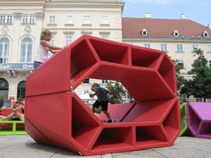 Tűz után újragondolt kültéri bútorok - Enzo