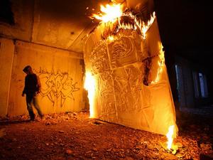 Játék a Molotov-koktélokkal