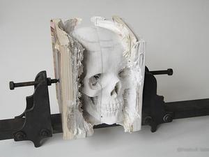 Megtestesült könyvkoponya