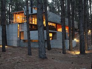 Szinte tökéletes erdei betonbunker - Casa Levels, Mar Azul, Argentína