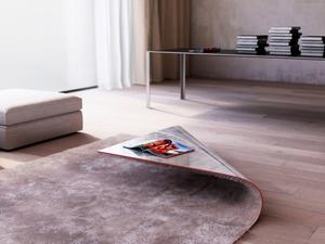 Felkunkorodott szőnyegasztal