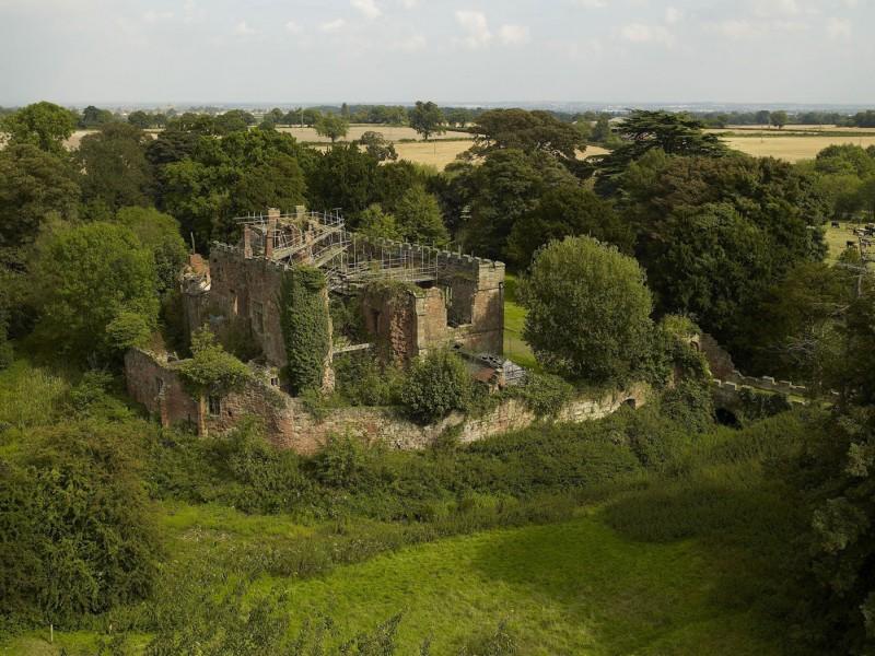 Astley-Castle-01-800x600.jpg