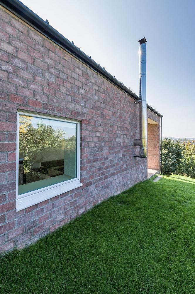 5 the-long-brick-house-foldes-architects_09_chimney_of_the_fireplace.jpg