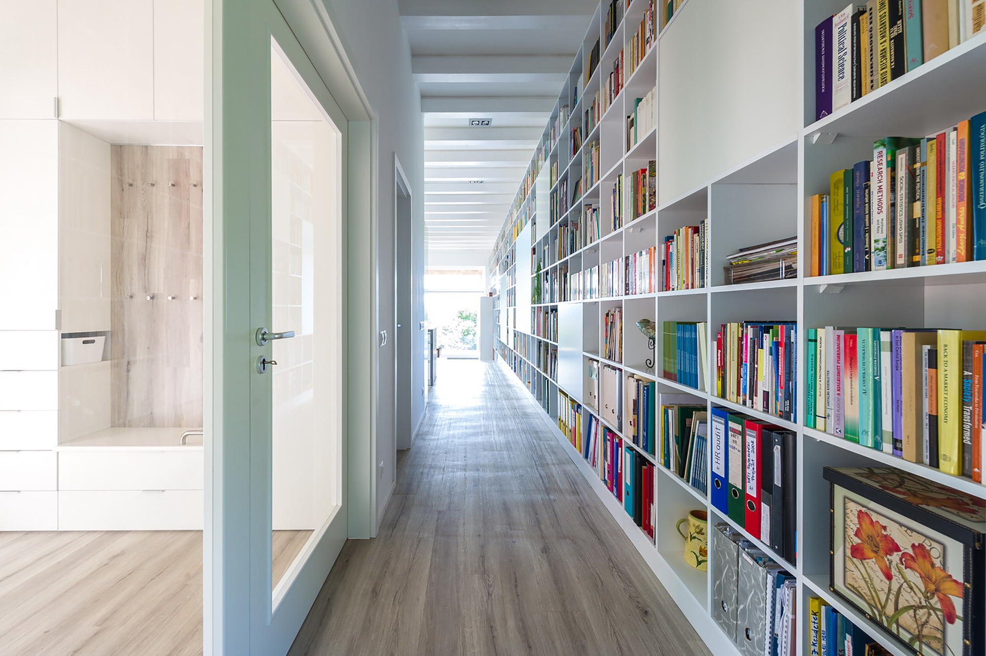 17_m_long_bookshelf.jpg