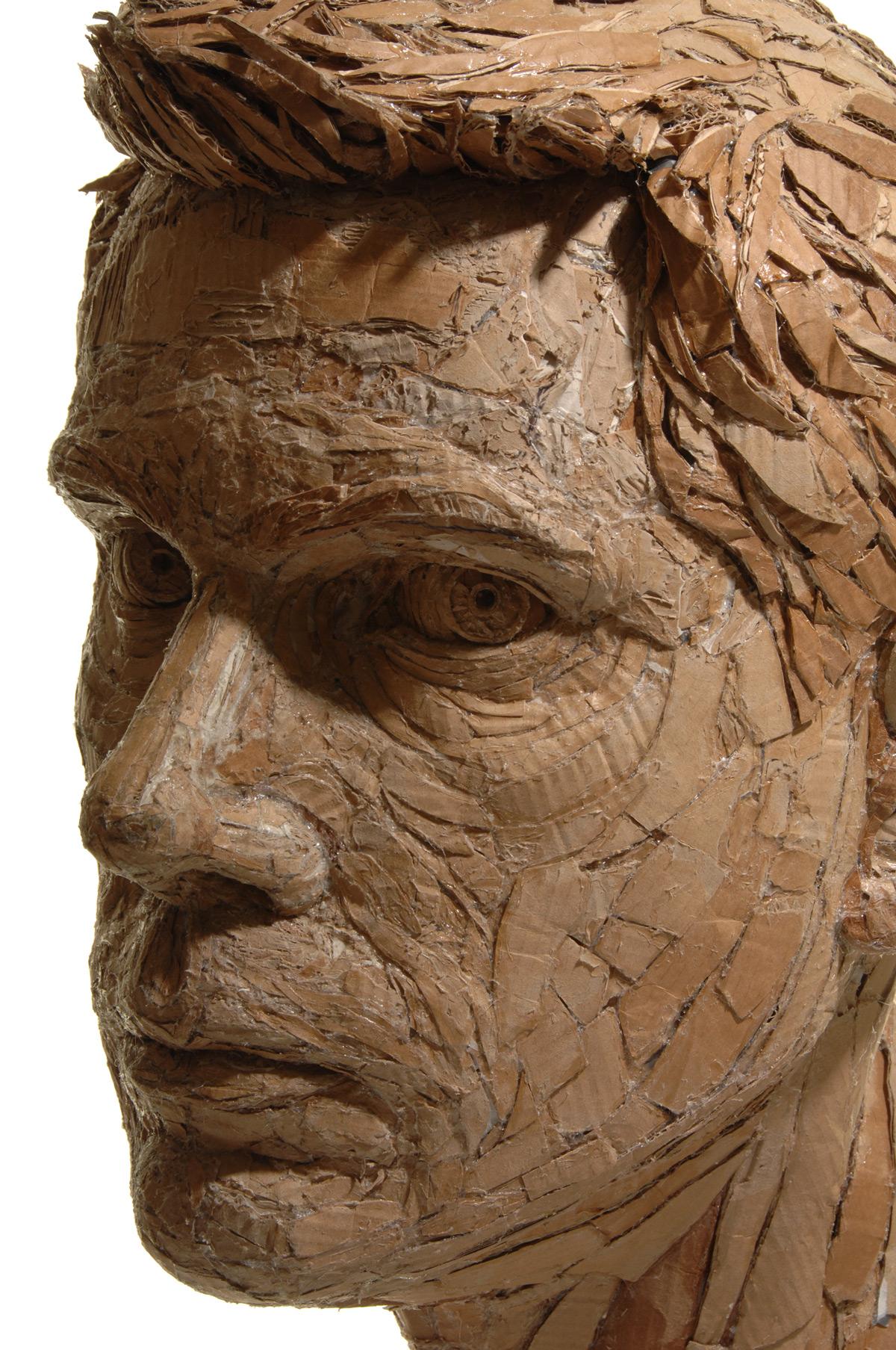 Fenomenális szobrok újrahasznosított kartonból
