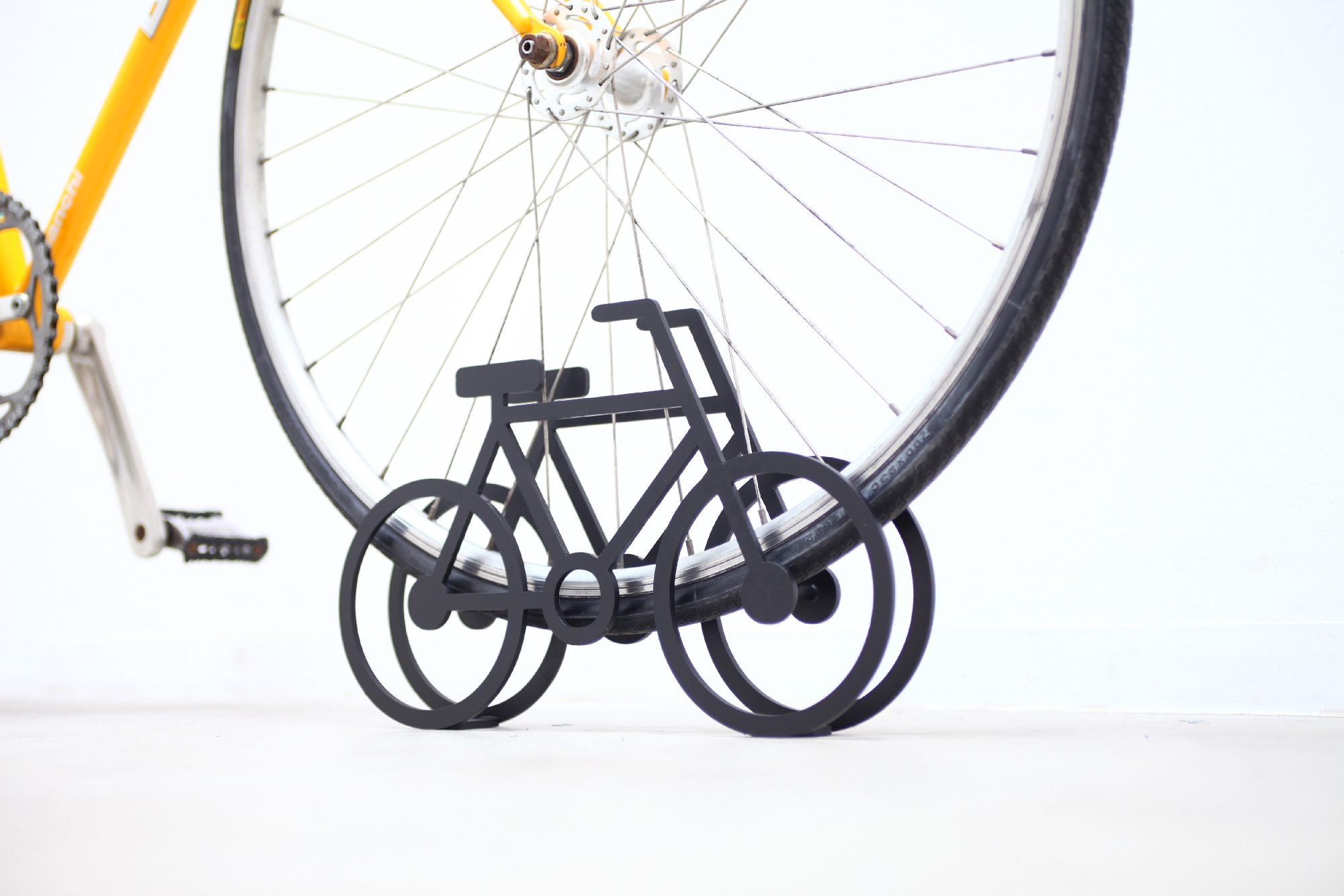 on_bicycle_stand_08.jpg