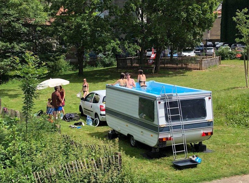 A legkirályabb medence lakókocsiból készült