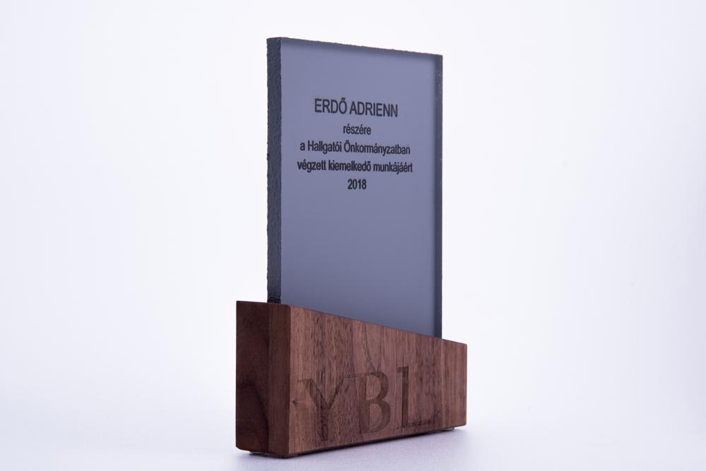 beton-es-fa-trofea-egyedi-megrendelesre.jpg