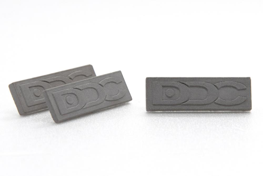egyedi-logozott-beton-kituzok-duna-drava-cement.jpg