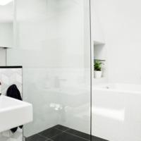 11 fantasztikus fürdőszobaötlet, amihez csak hidegburkolatok kellenek