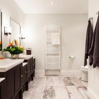 Így lesz praktikus és csodaszép a fürdőszobája!