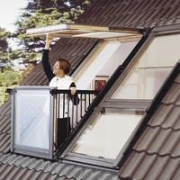 Uncsi tetőtéri ablak helyett menő kis erkély