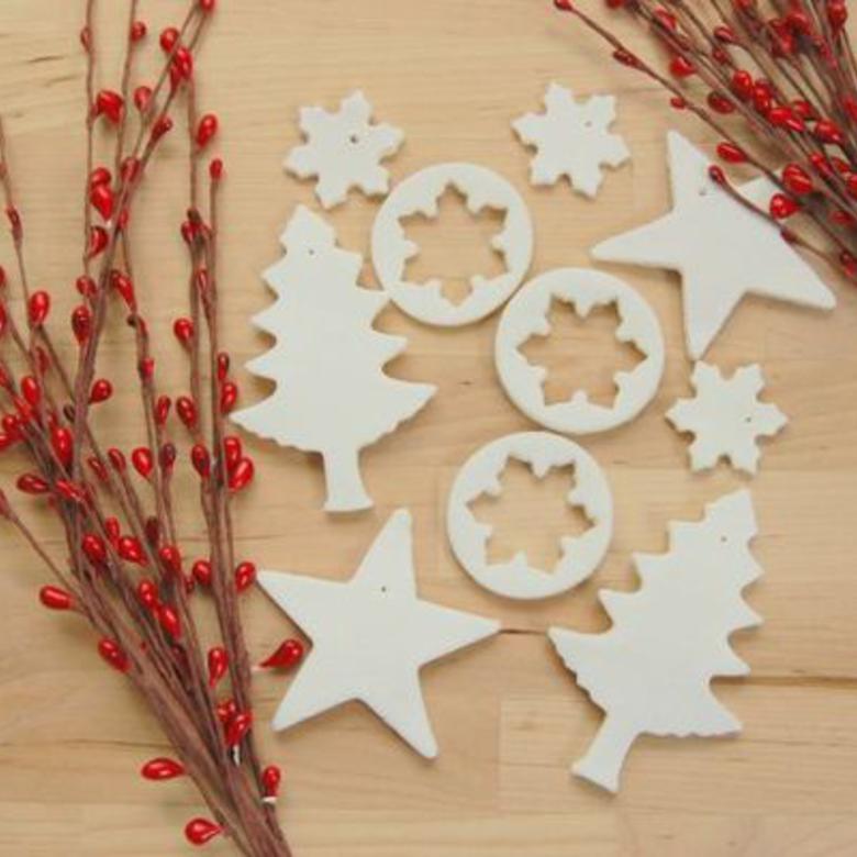 Hófehér karácsonyfadísz olcsón, keményítőből és szódabikarbónából. Fényképes útmutatóval!