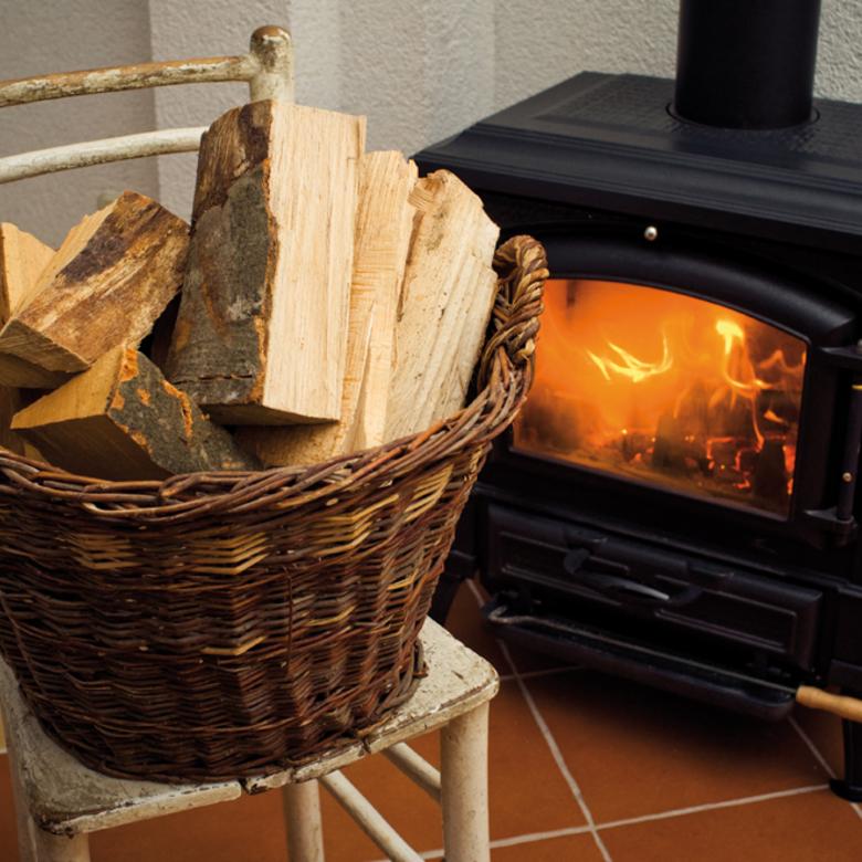 Fával, szénnel vagy fabrikettel való tüzelés éri meg jobban? Mindháromnak vannak előnyei!