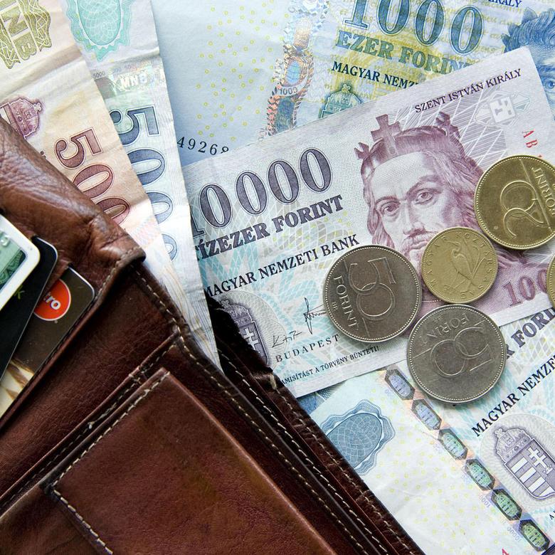 Tízezrekkel lehet levágni a banki költségeinket