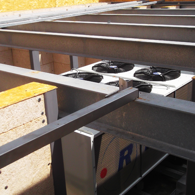 Hangelnyelés javítása a hőszivattyú gépészeti aknájában