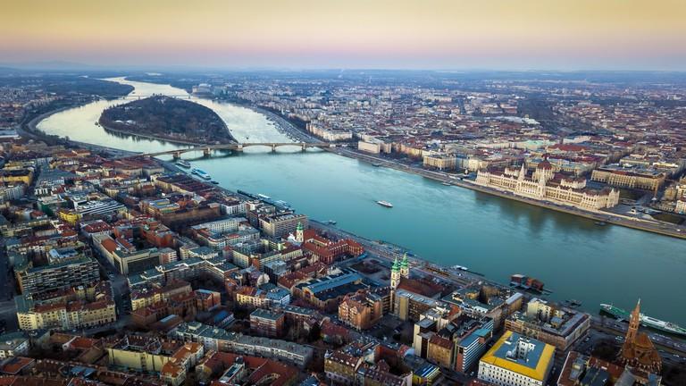 www_portfolio_hubudapest_panorama_duna-7dd09b39269213630fcad27315c7e817ffbd54ff.jpg