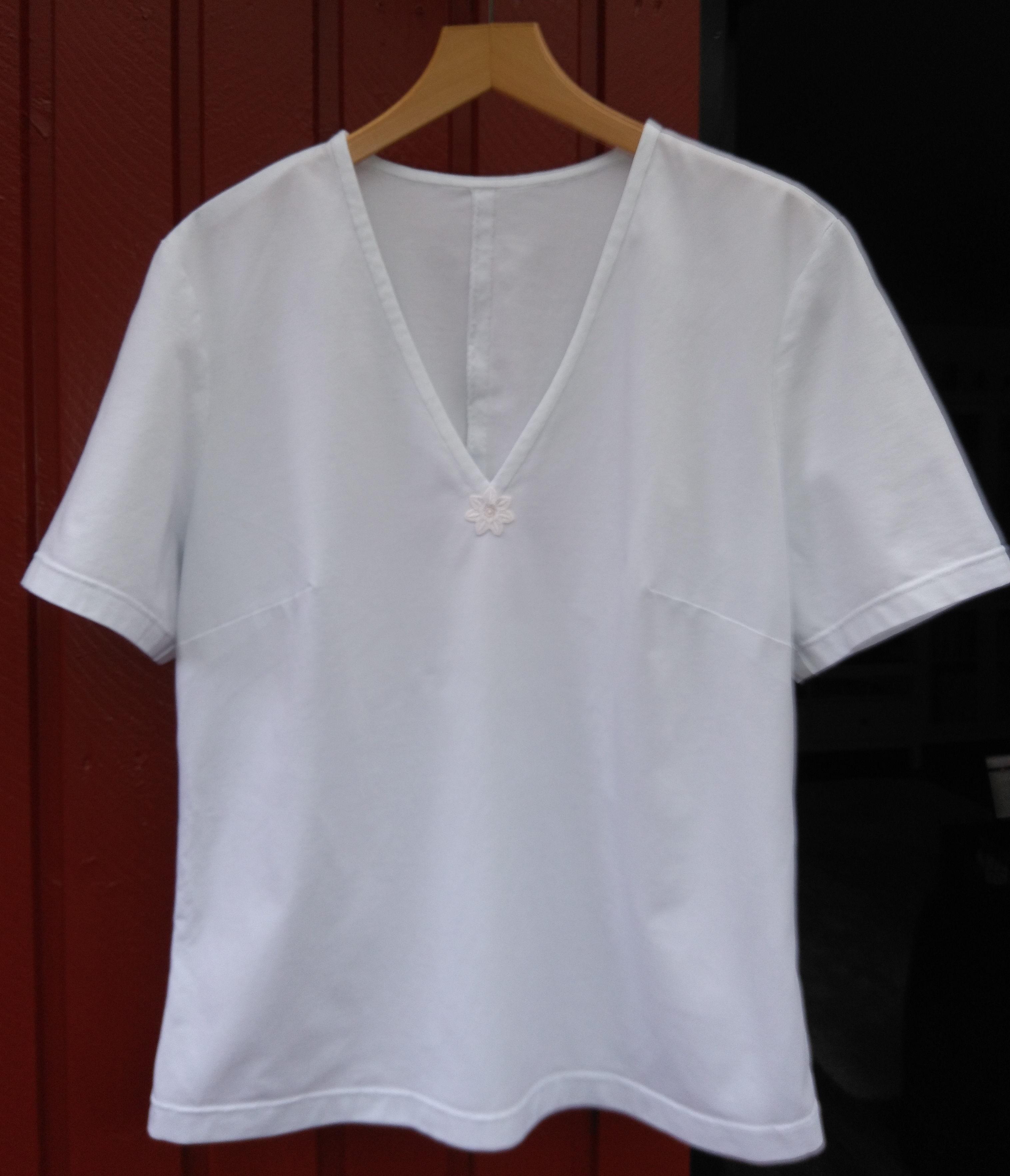 6f768ba93c Fehér V-nyakú póló - Marcsi & Miki kreatív blogja