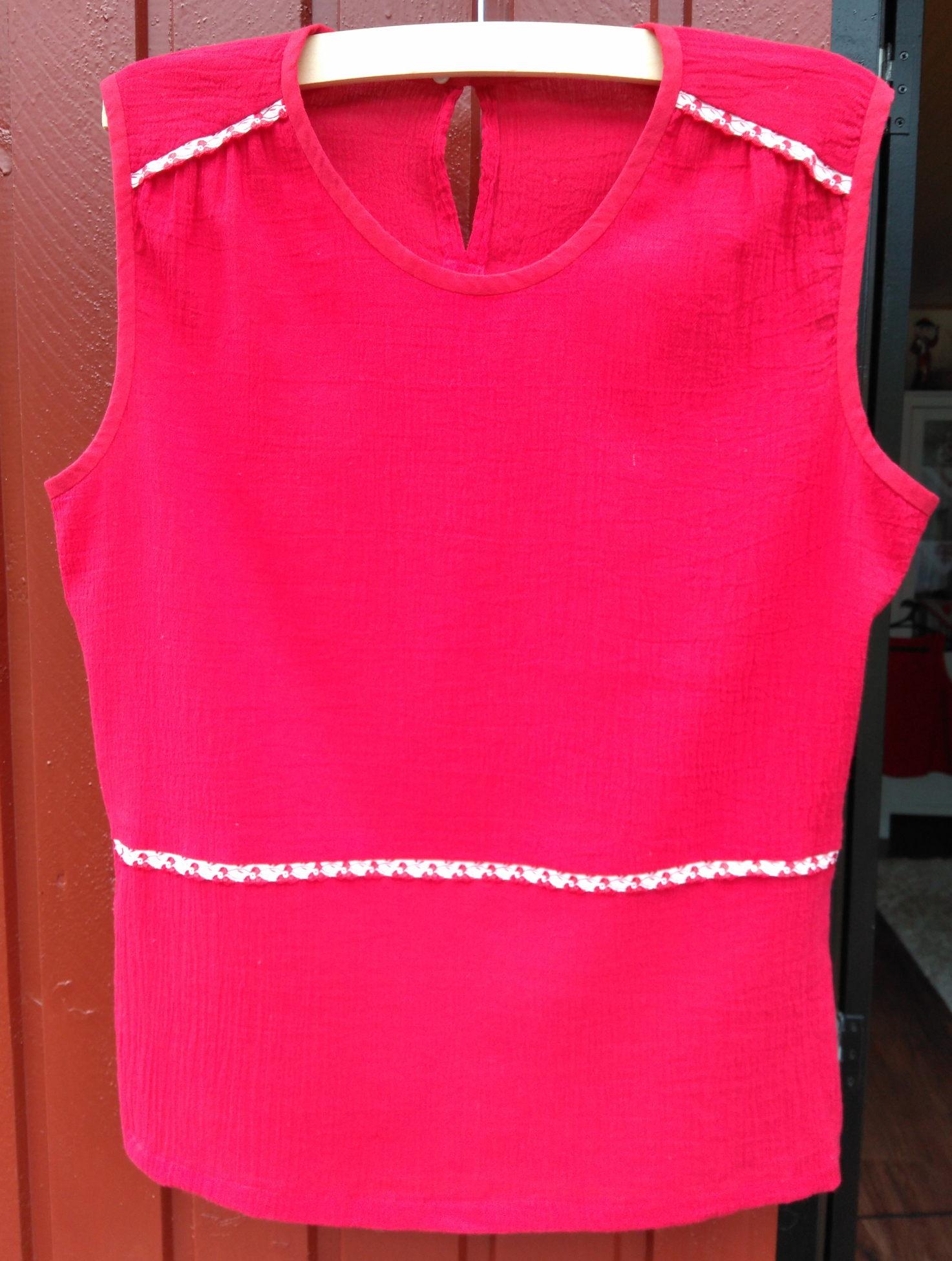 bf18e25184 Piros blúz külön vállrésszel - Marcsi & Miki kreatív blogja