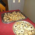 Linzerek, piramis, sajtos tallér és almás pite...