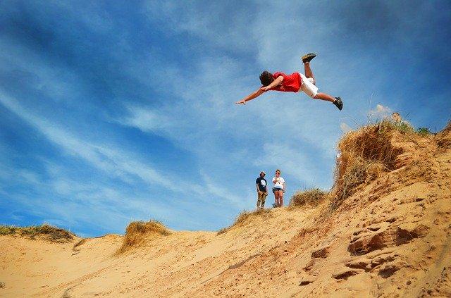 jumping-off-1966997_640.jpg