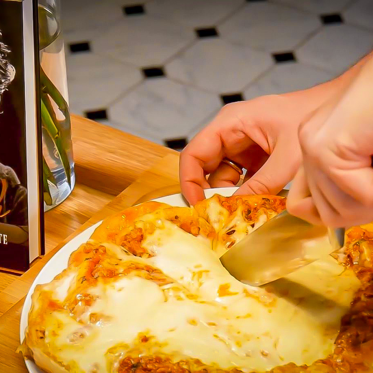 Pofonegyszerű fordított pizza, őrségi alapanyagokból