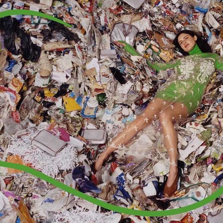 A műanyagmentes július és a ruhakatasztrófa