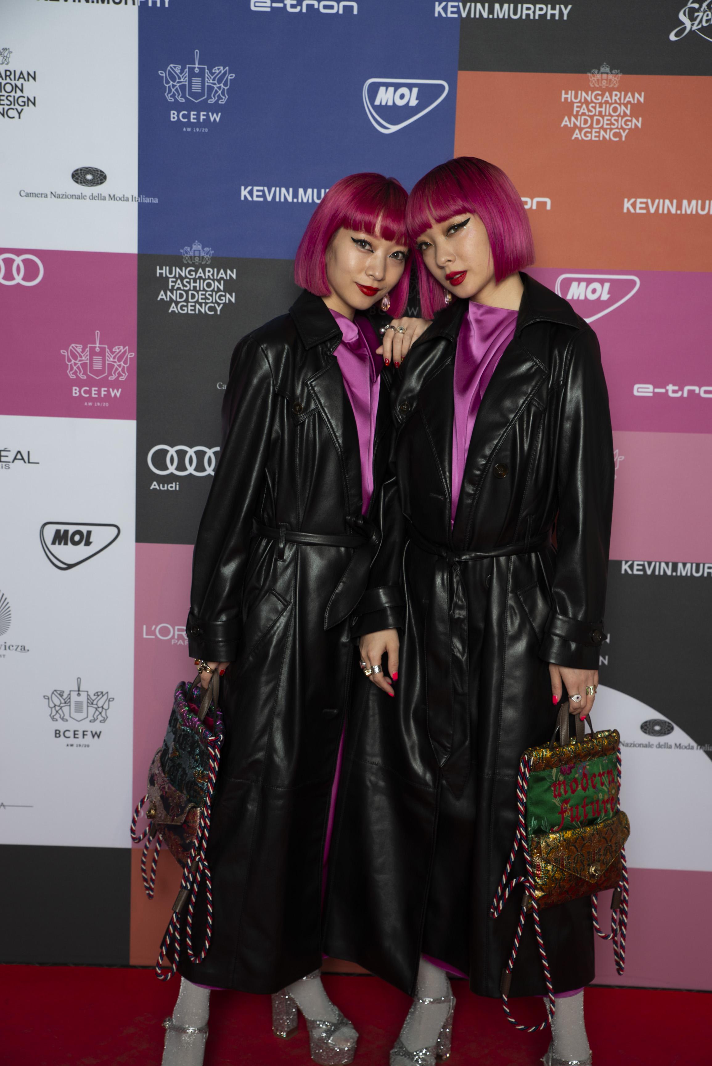Ami és Aya, a japán bloggerek Nanushkába bújtak - a nemzetközi meghívottak egyik kedvenc márkájába