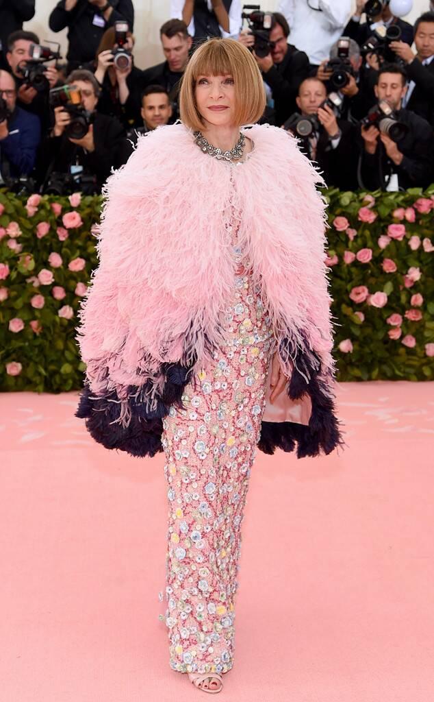 Anna Wintour nemrég elhunyt jó barátja, Karl Lagerfeld emlékére Chanelt választott - Rihanna meg is választotta az est királynőjének!