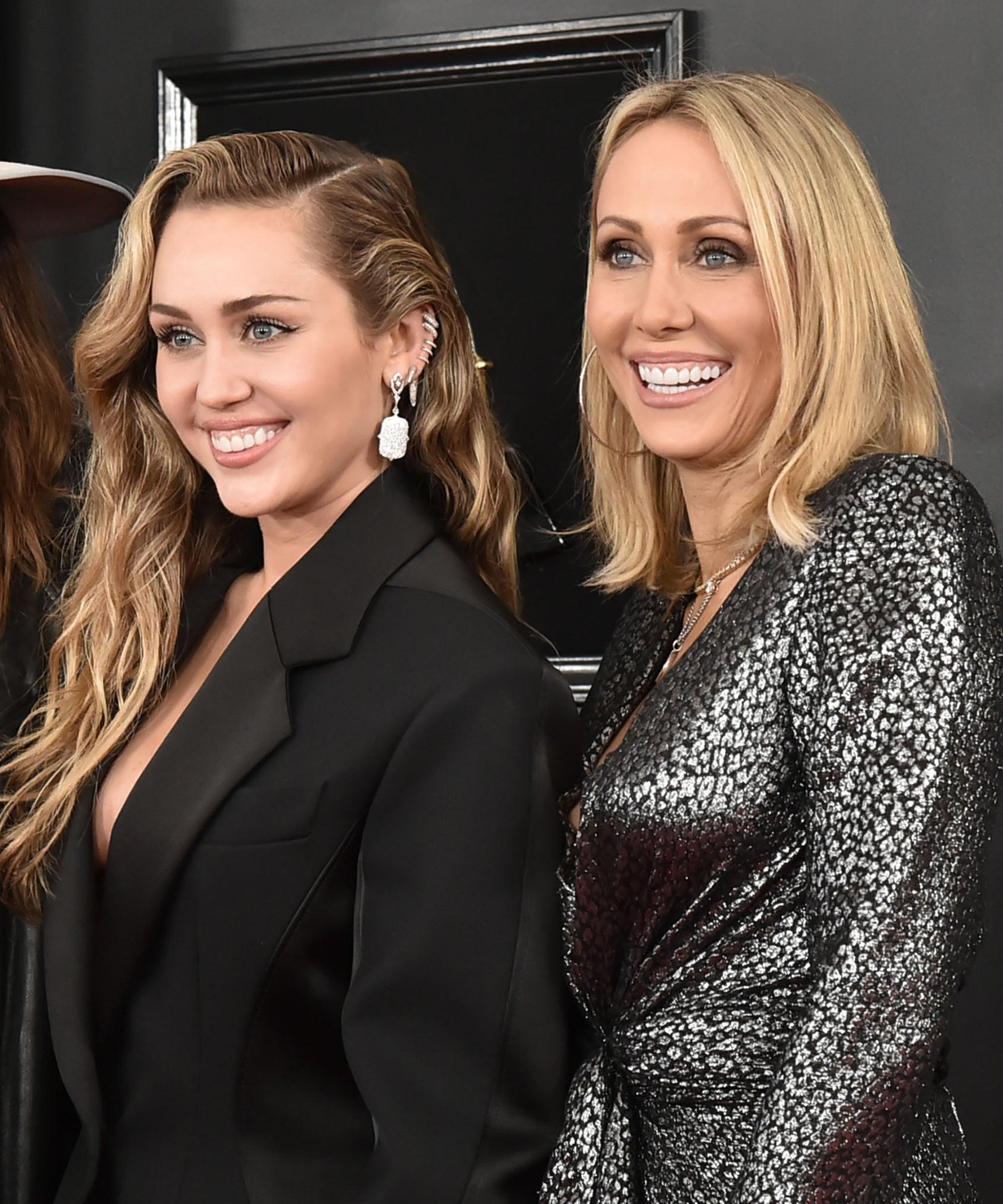 Miley és anyukája, Tish Cyrus