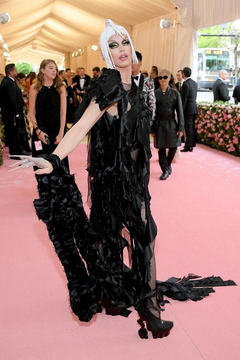 Aquaria drag queen, Maison Martin Margiela ruhában