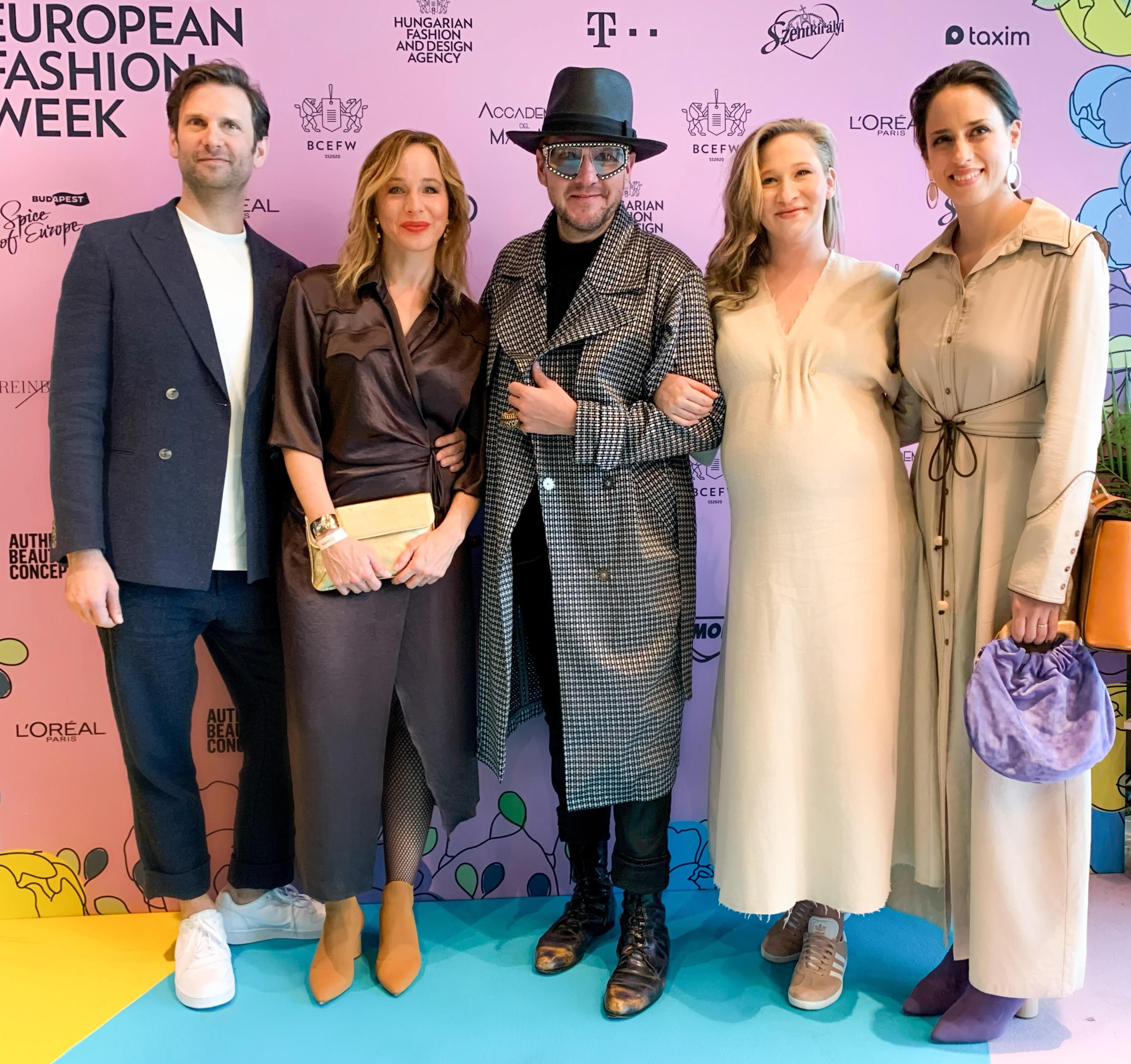 Simon Kornéllal, Ónodi Eszterrel, Tenki Rékával és Trokán Annával, akik Nanushkába öltöztek