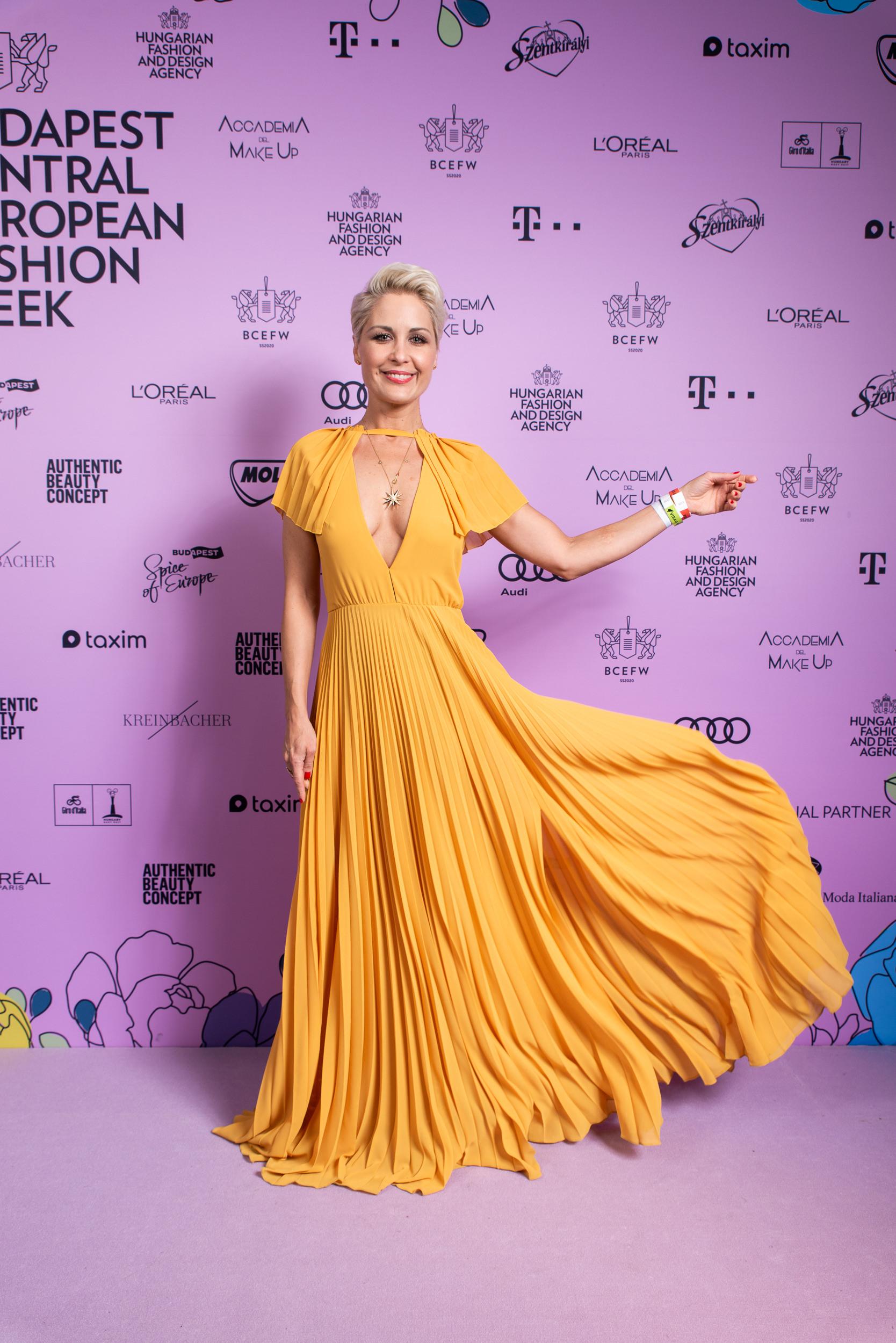 Orosz Barbi imádta az Elysian ruháját