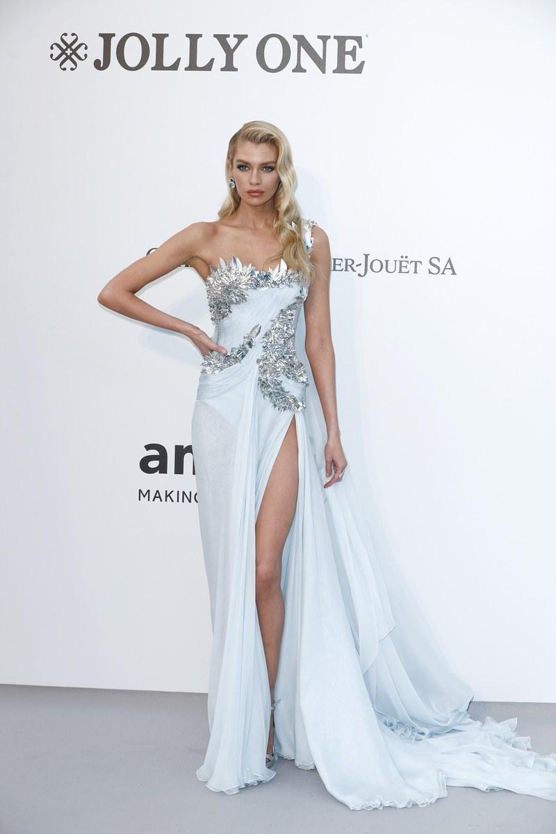 Stella Maxwell - Atelier Versace