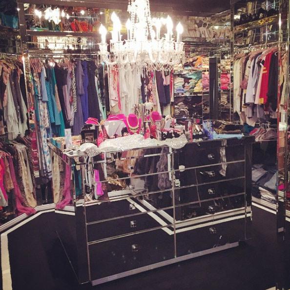 Paris Hilton kissé kaotikus gardróbszobája