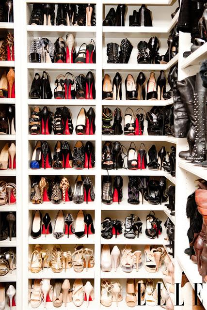 És Khloe Kardashian cipőgyűjteménye egy pár éve...