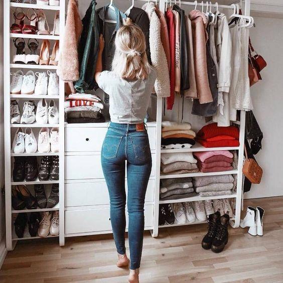 Bár megértem, hogy a divatimádóknak ez nehéz lehet, kezdjétek a ruhákkal, mert ehhez fűződik a legkevesebb érzelem.