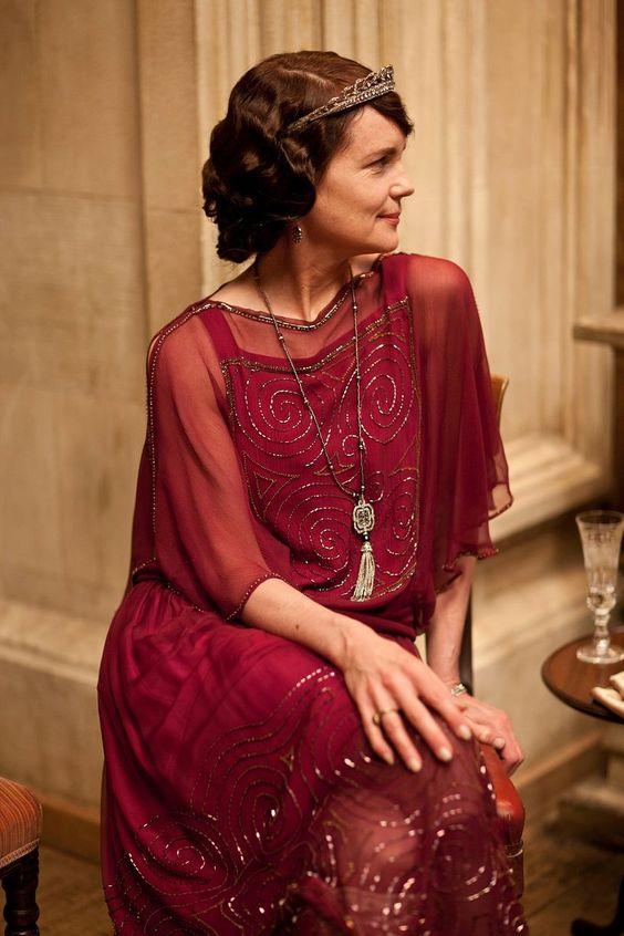 Lady Cora merész vörösben