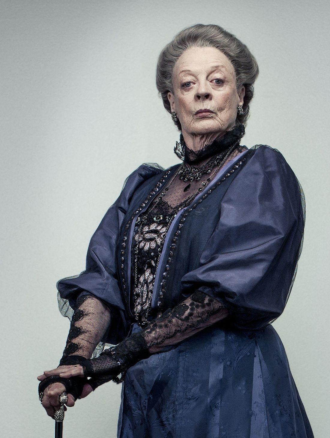 Violet Crawley szigorúan, de nagyon csinosan