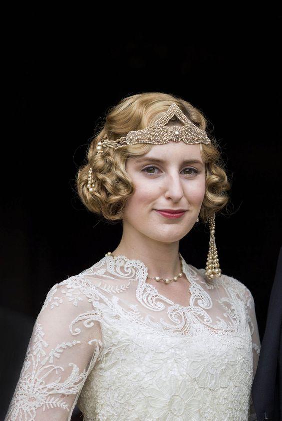 Lady Edith esküvői ruhája és fejdísze