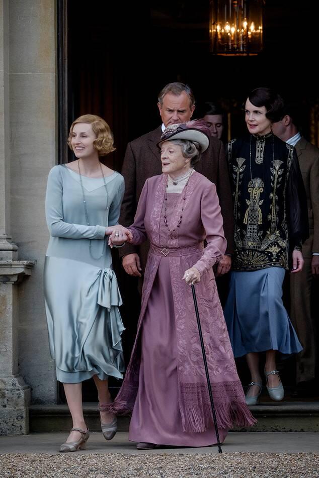 Ritka, hogy ilyen színes ruhában láthattuk Violetet
