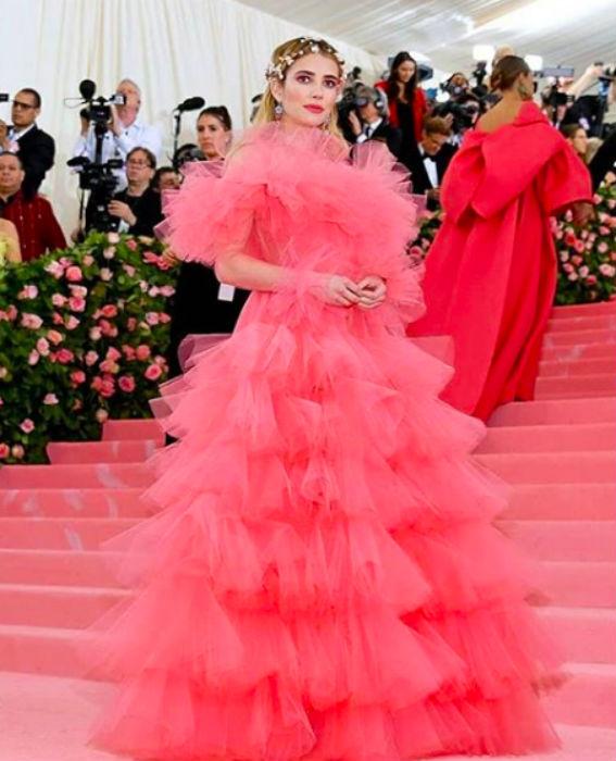 Emma Roberts Annához hasonlóan pinket választott, ahogy még sokan mások - Giambattista Valli Couture