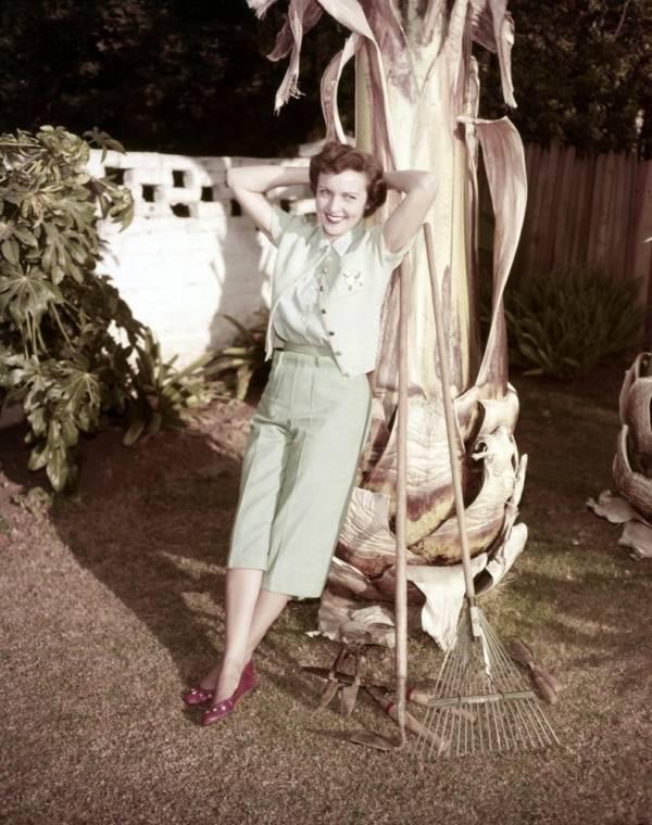 Betty White 1954-ben, az otthonában