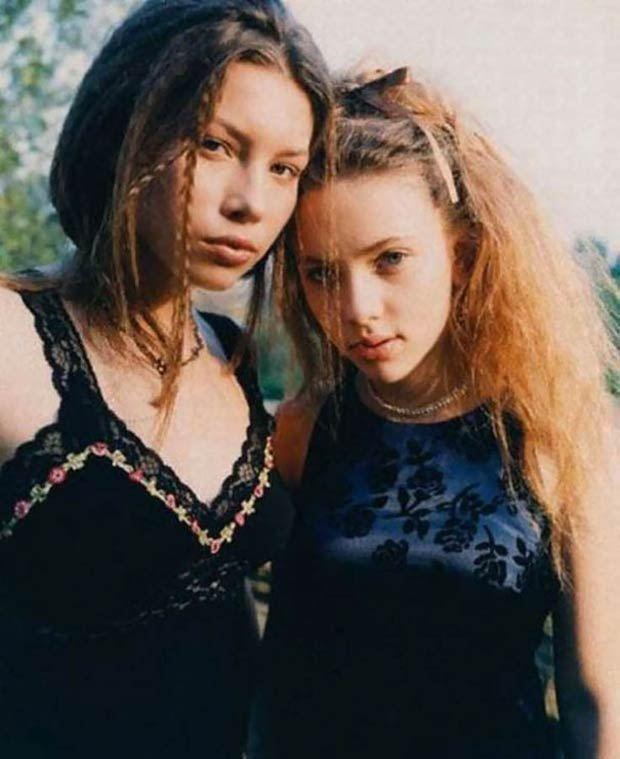 A 16 éves Jessica Biel és a 14 éves Scarlett Johansson, 1998-ban