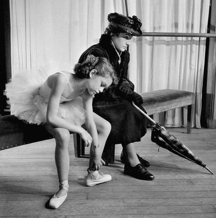 Brigitte Bardot épp nagyon unja magát a balettintézetben