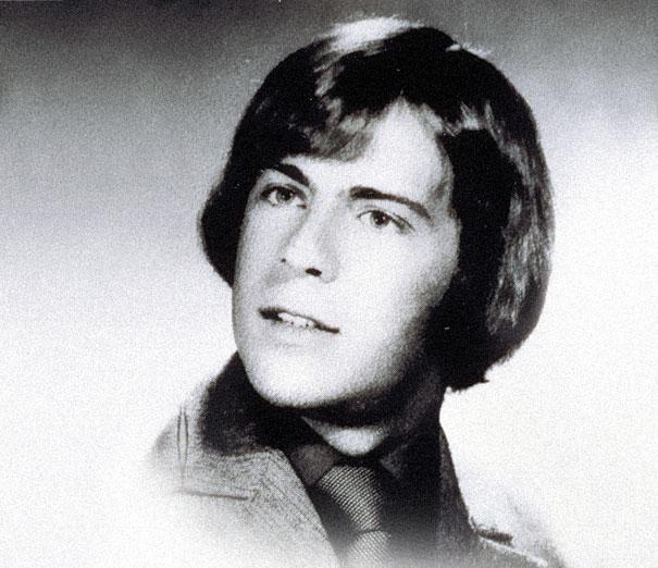 A haj szintén bezavar... De ez Bruce Willis 22 évesen!