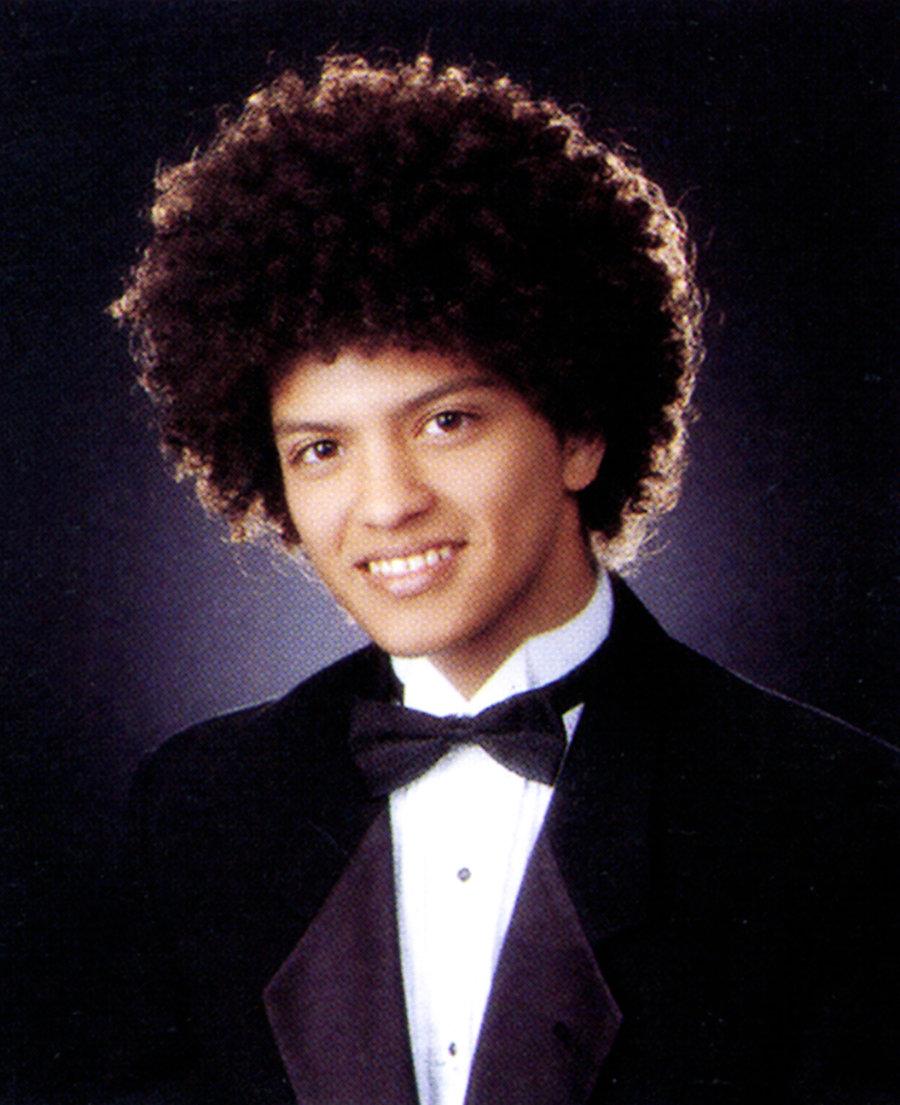 És igen, itt is érdekes a frizkó - Bruno Mars egy másik stílusban