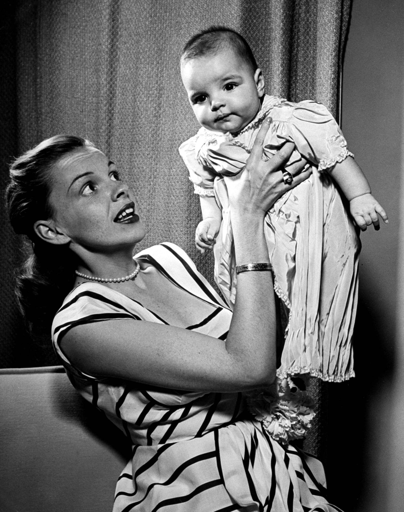 Mielőtt kijön az új Renée Zellweger film, íme, egy fiatalkori kép Judy Garlandról és Liza Minelliről